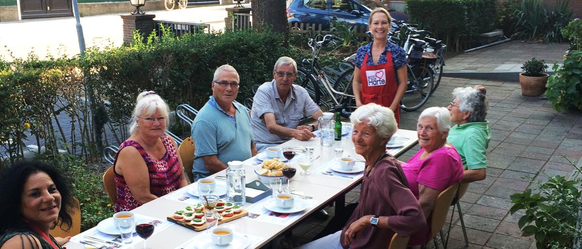 Resto VanHarte, koken met de kinderen uit de rosmolenwijk in buurthuis de kolk